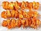 Рецепта Марокански пилешки шишчета мариновани в зехтин, лимонова кора, чесън, копър, червен пипер и кимион, печени на фурна